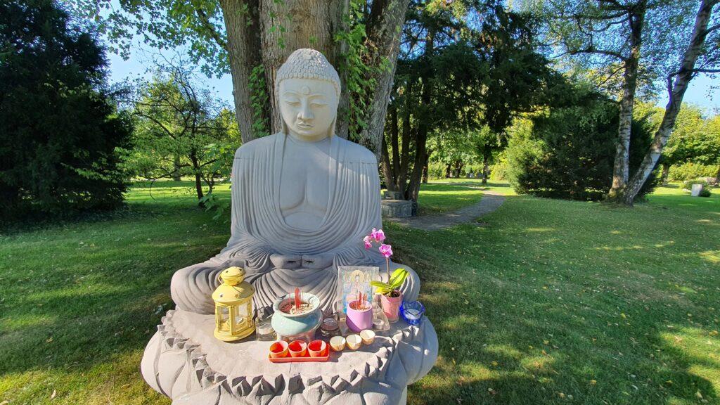 Buddhistische Gedenkstätte auf dem Bremgartner Friedhof in Bern. © Christoph Knoch